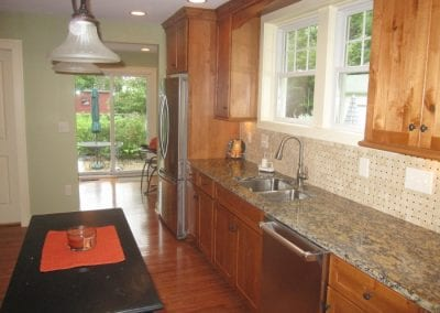 Good Mixture Between Cabinets, Countertop and Back Splash